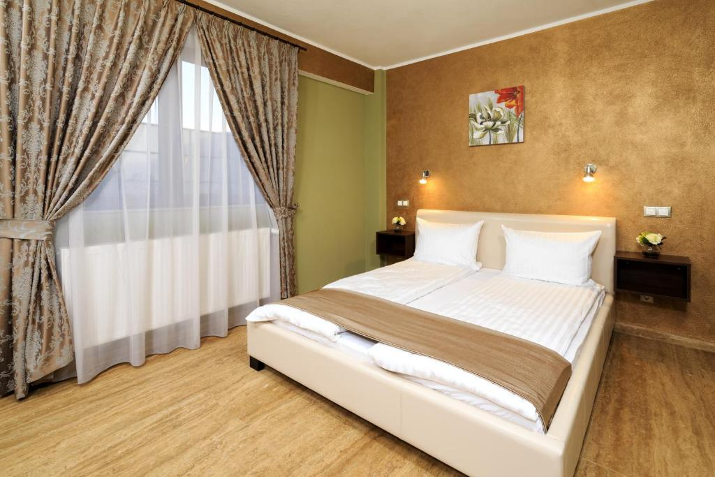 A bed or beds in a room at Style Residence Sibiu Rooms & Studios