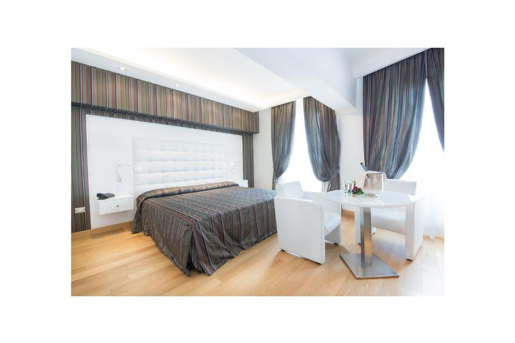 Letto o letti in una camera di Hotel Royal Caserta