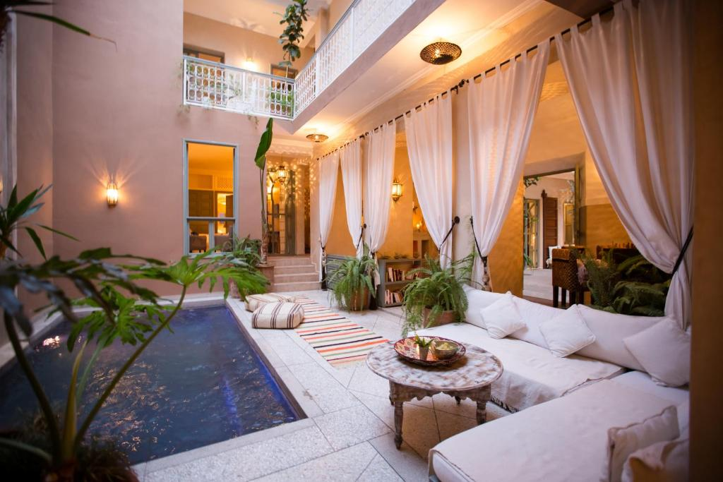 A seating area at Riad Olema et Spa