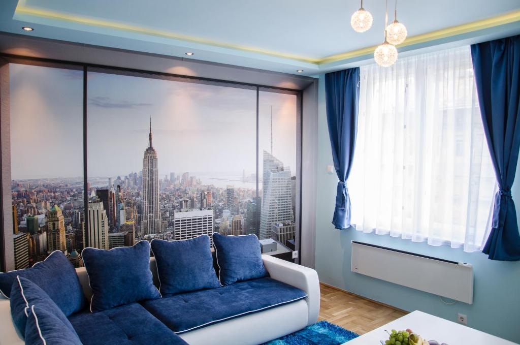 Ein Sitzbereich in der Unterkunft Blue Luxury Apartment