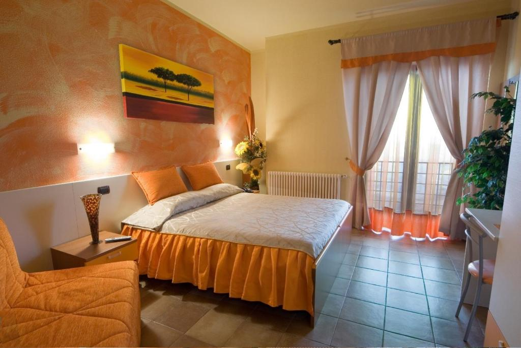 A bed or beds in a room at Hotel La Rocca