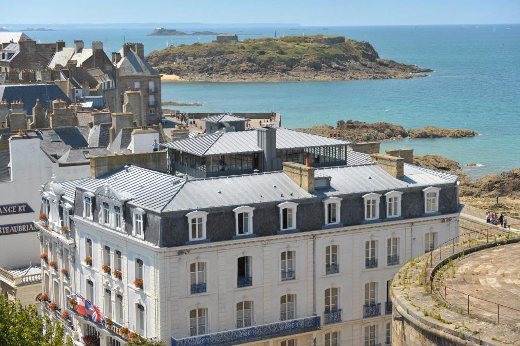 A bird's-eye view of Hotel De France et Chateaubriand