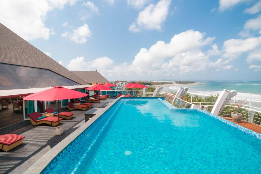 The swimming pool at or close to Kutabex Beachfront Hotel