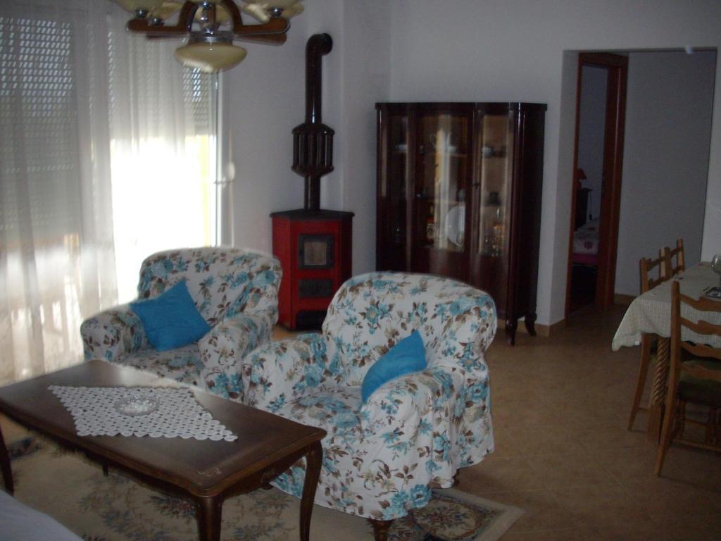Ein Sitzbereich in der Unterkunft Apartments Sveta Marina-Skorkoni