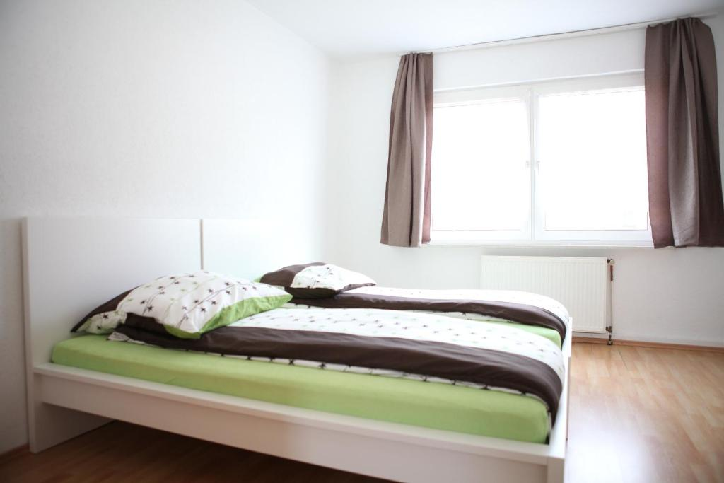 A bed or beds in a room at Apartment Am Ring