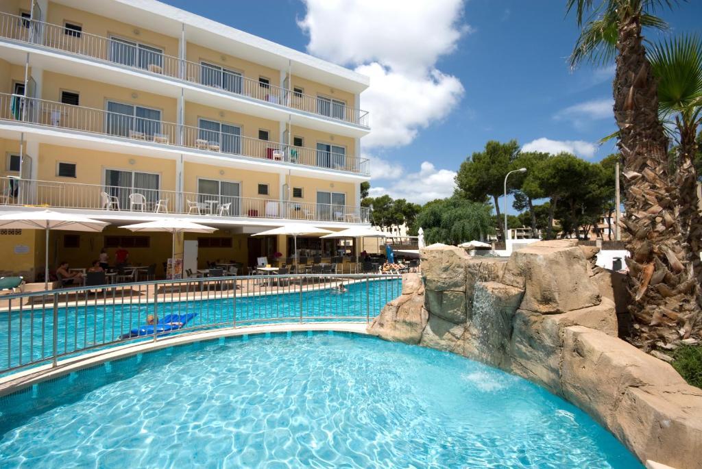Het zwembad bij of vlak bij Hotel Capricho
