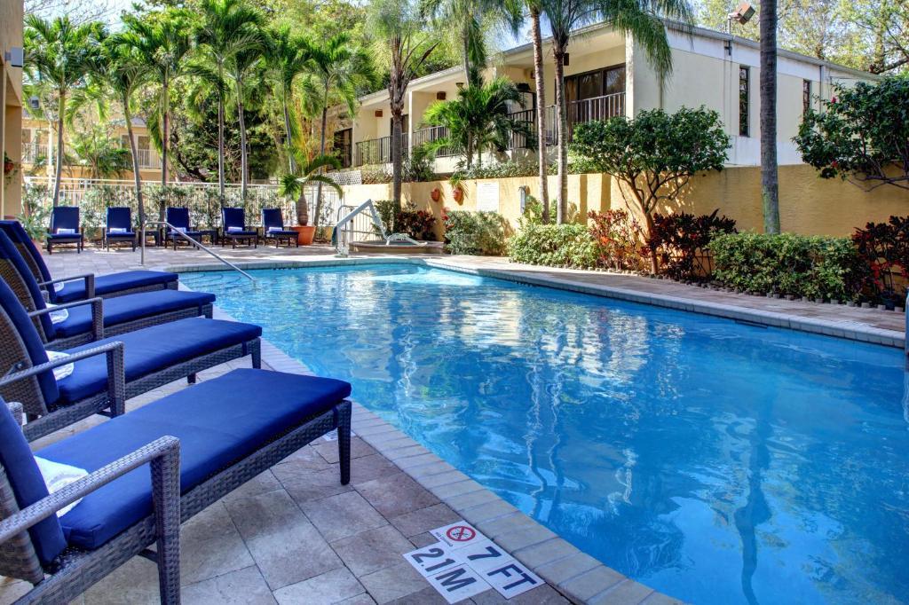 A piscina localizada em Hampton Inn Miami-Coconut Grove/Coral Gables ou nos arredores
