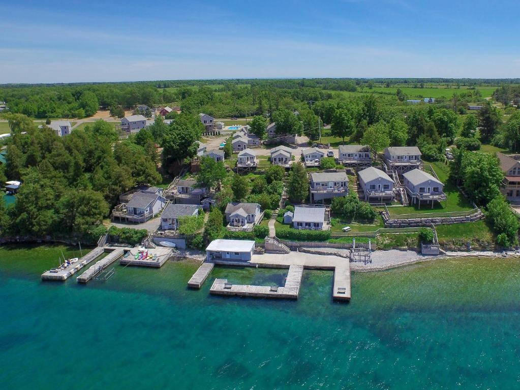 A bird's-eye view of Angel Rock Waterfront Cottages