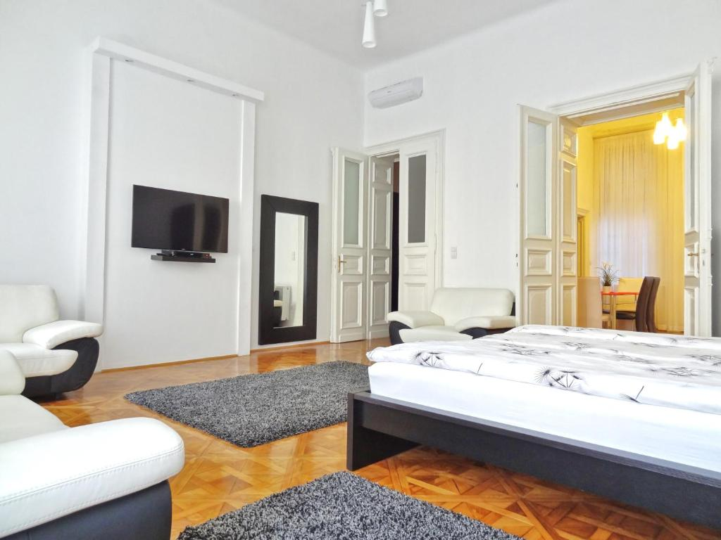 A bed or beds in a room at Erzsebet Boulevard Apartment