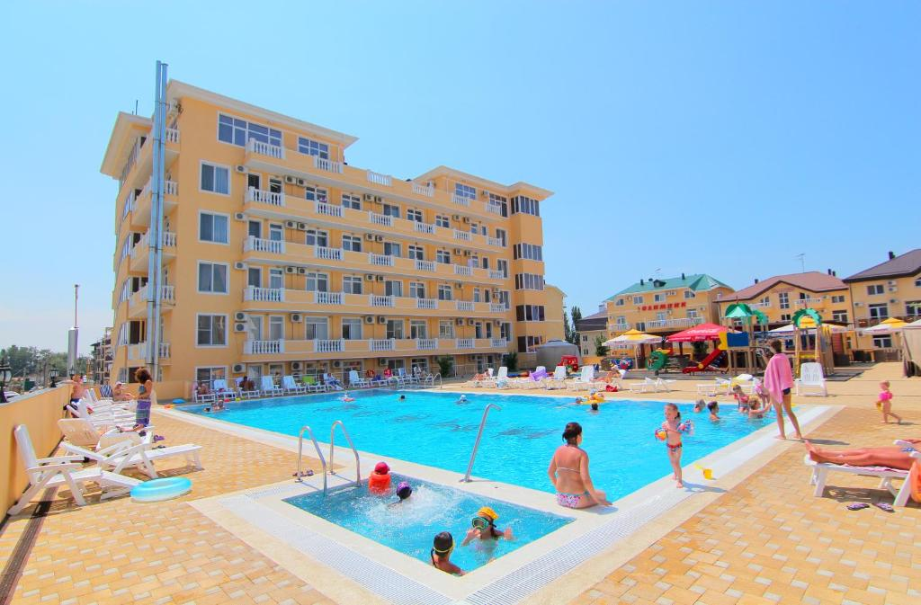 The swimming pool at or close to Hotel Imera