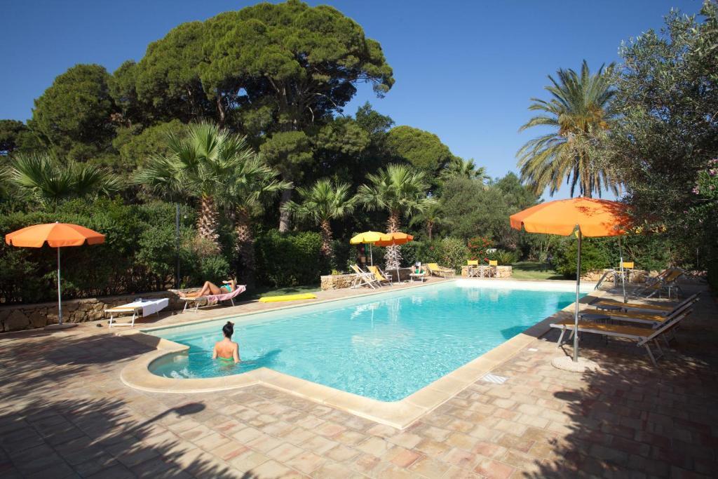 Het zwembad bij of vlak bij Duca di Castelmonte