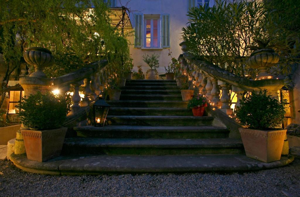 A garden outside Une Autre Maison