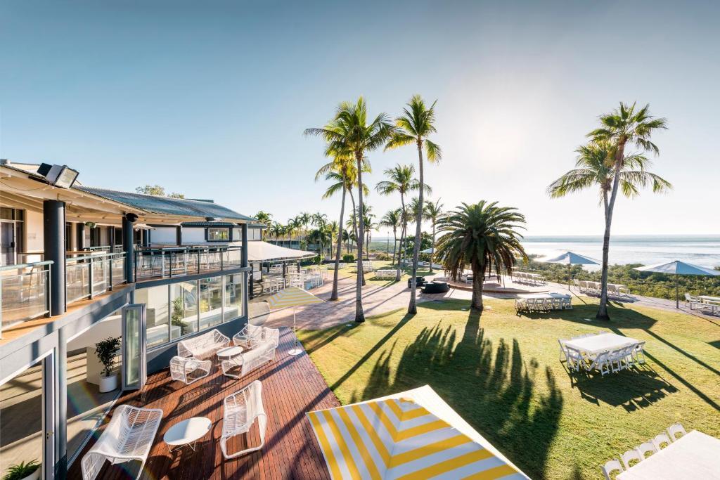Ein Balkon oder eine Terrasse in der Unterkunft Mangrove Hotel