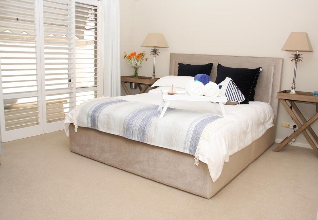 A bed or beds in a room at Travillas