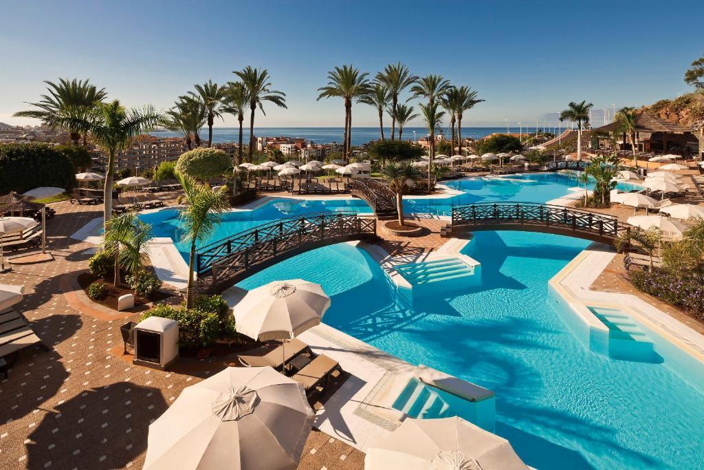 Uitzicht op het zwembad bij Meliá Jardines del Teide of in de buurt