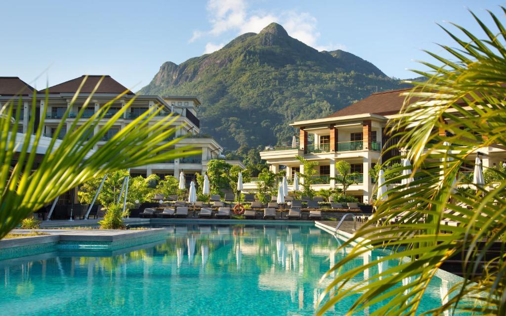 Der Swimmingpool an oder in der Nähe von Savoy Seychelles Resort & Spa