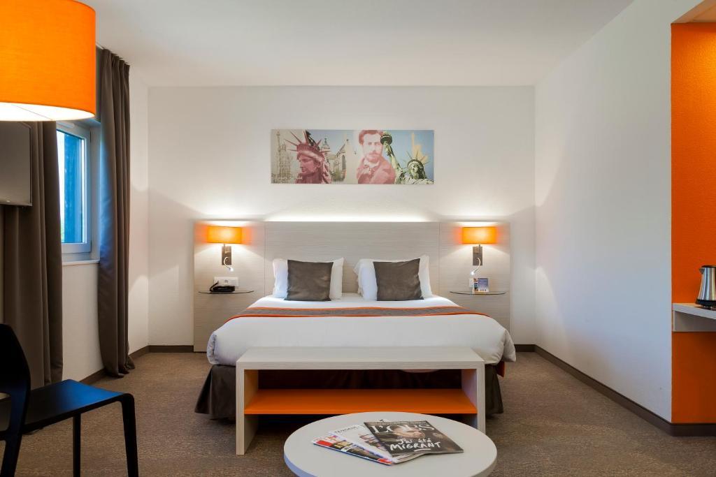 Ein Bett oder Betten in einem Zimmer der Unterkunft Comfort Hotel Expo Colmar