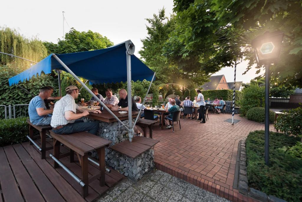 Ein Restaurant oder anderes Speiselokal in der Unterkunft Hotel Nagel