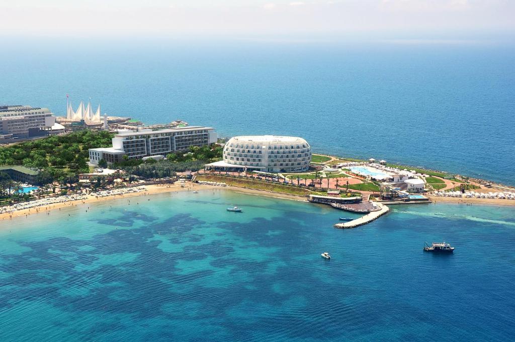 Een luchtfoto van Gold Island Hotel