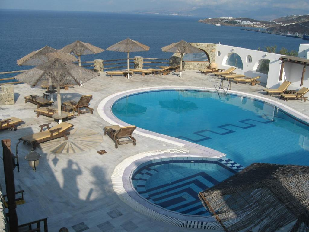 A view of the pool at Hotel Gorgona or nearby