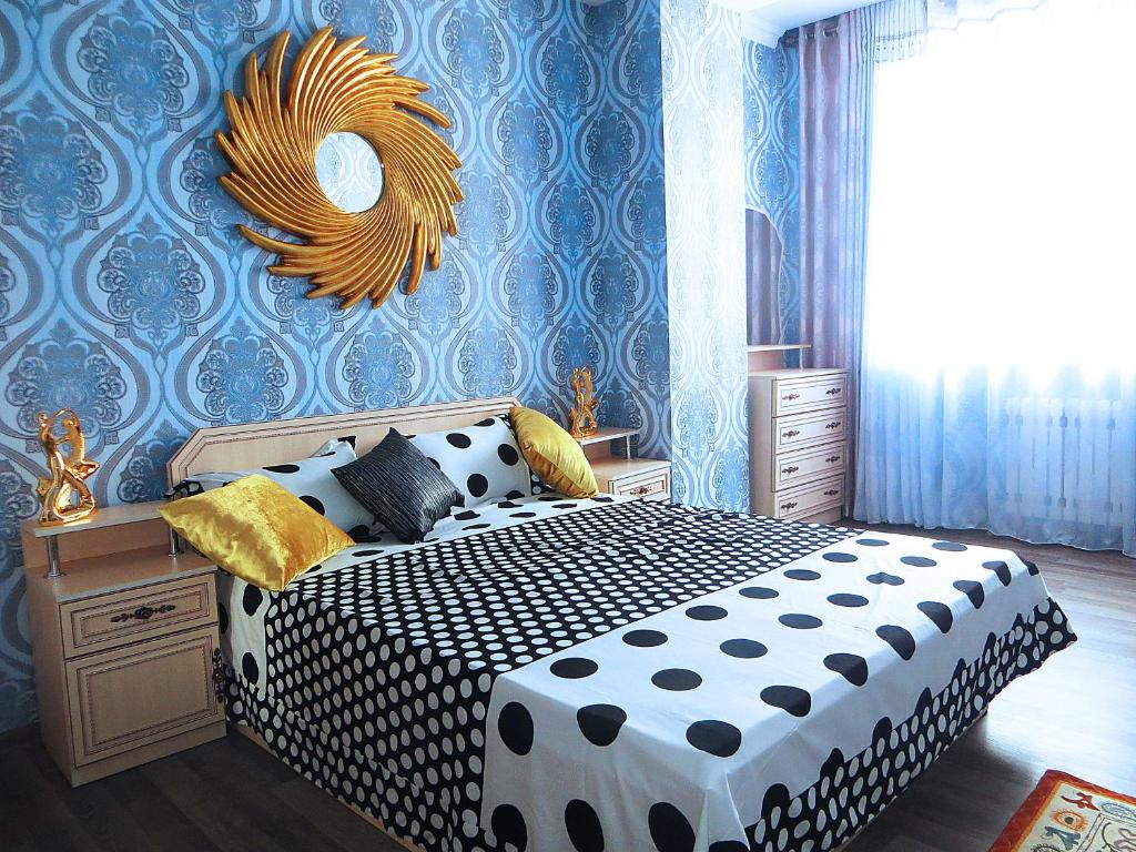 Un ou plusieurs lits dans un hébergement de l'établissement Bishkek House Apartament