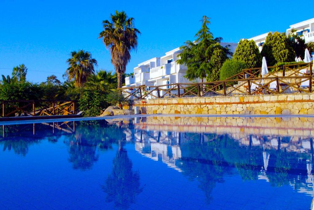Бассейн в Agionissi Resort или поблизости