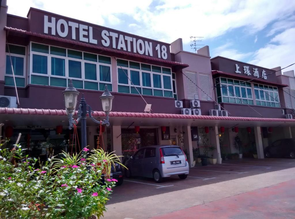 The facade or entrance of Hotel Station 18