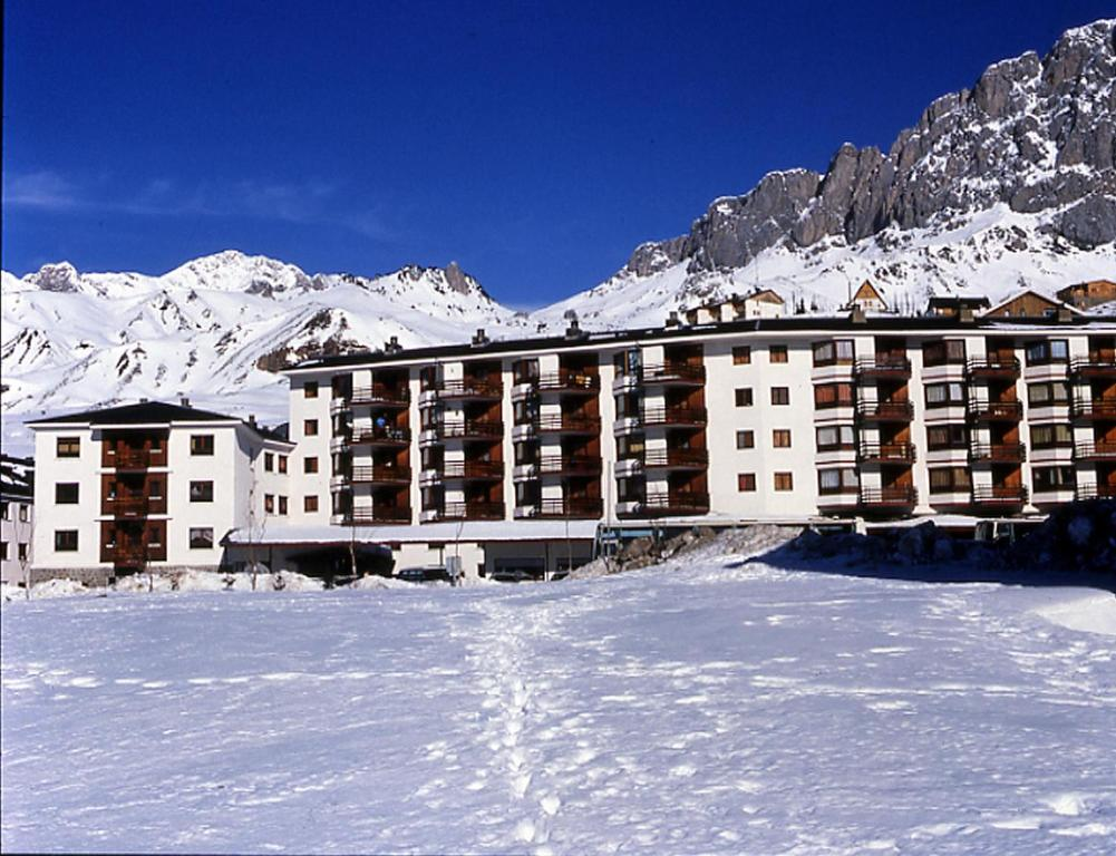 Hotel Nievesol during the winter