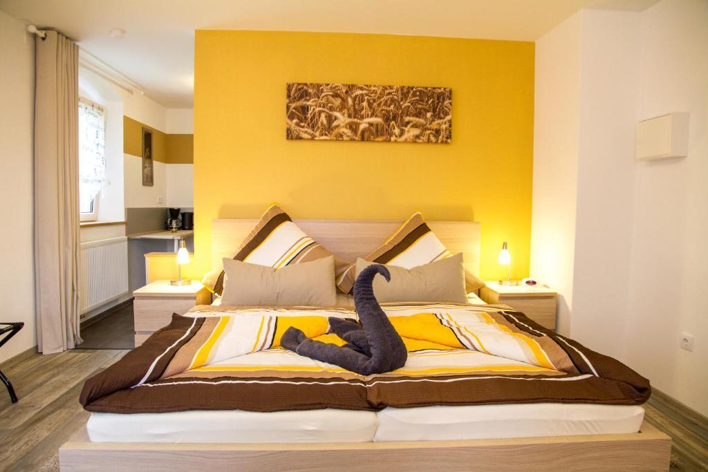 Ein Bett oder Betten in einem Zimmer der Unterkunft Treppendorfer Apartments