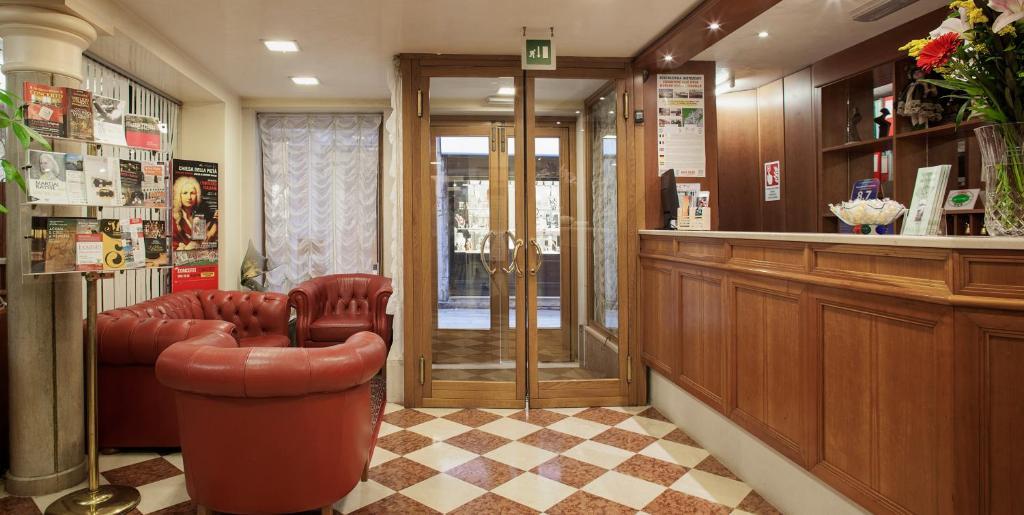 Hall ou réception de l'établissement Hotel Commercio & Pellegrino