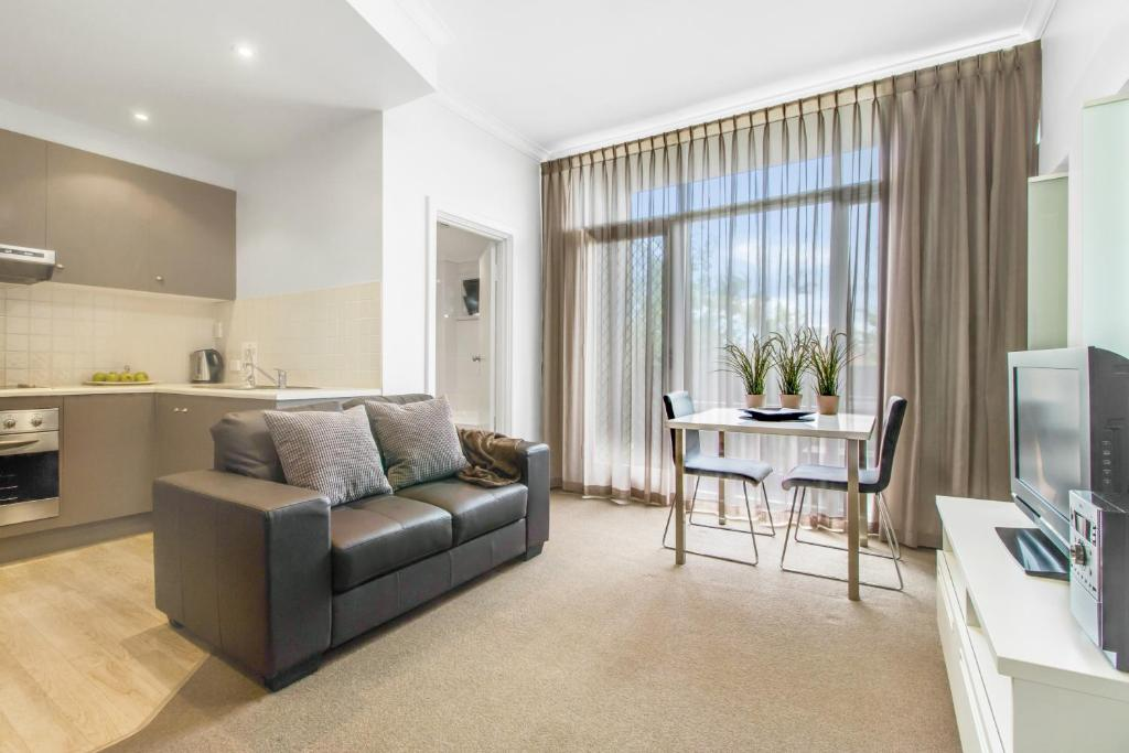 A seating area at Adelaide DressCircle Apartments - Ward Street