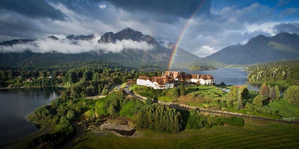Una vista aérea de Llao Llao Resort, Golf-Spa