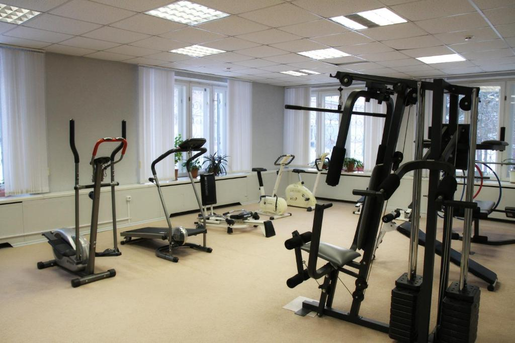 The fitness center and/or fitness facilities at Zvezdny Park-Hotel