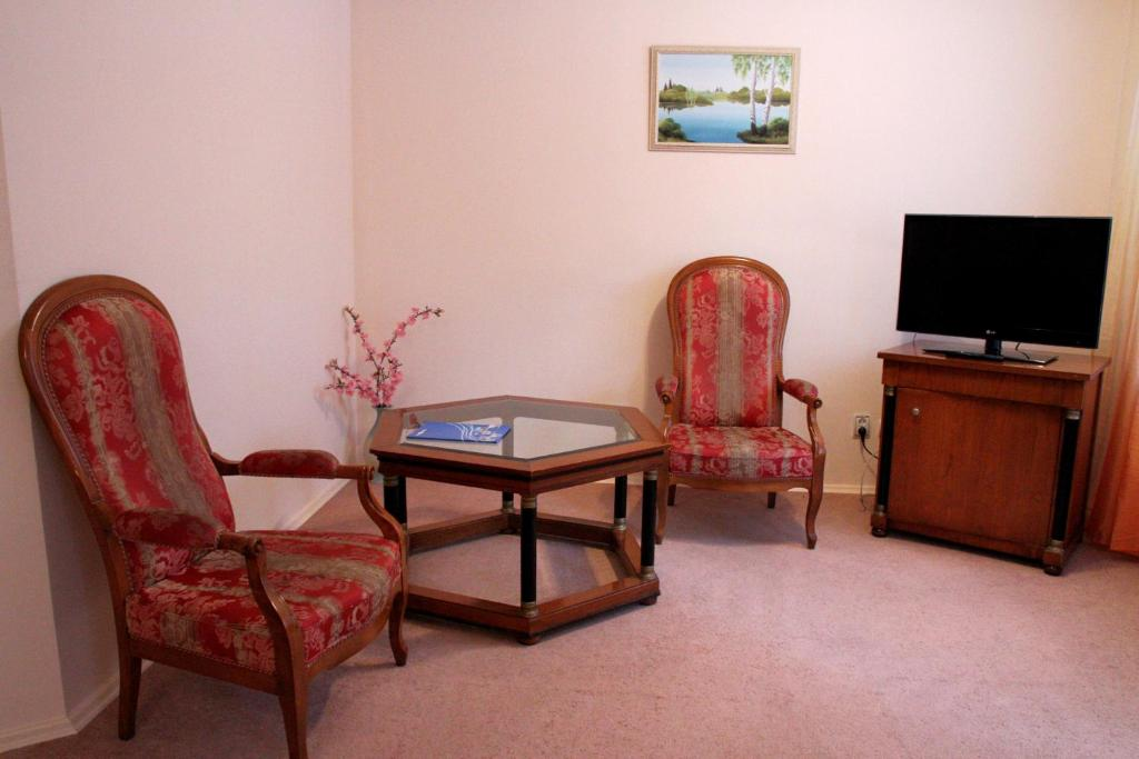 A seating area at Zvezdny Park-Hotel