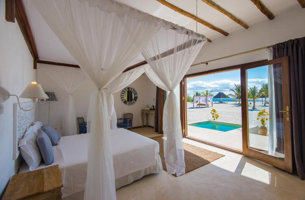A bed or beds in a room at Konokono Beach Resort