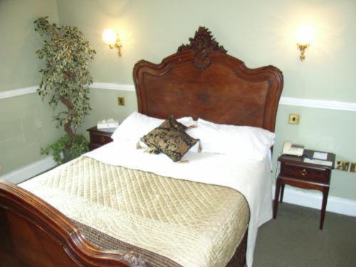 Crown & Cushion Hotel
