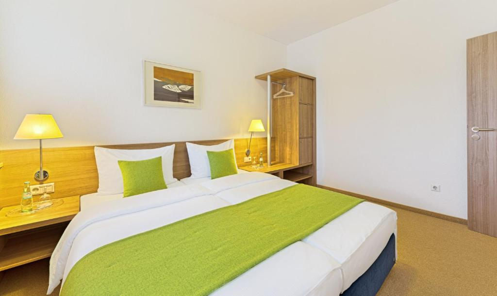 A bed or beds in a room at Sapia Hotel St. Fridolin