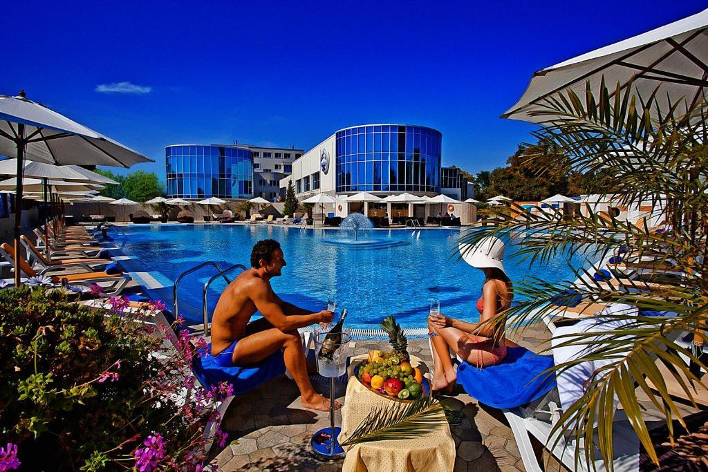 Бассейн в SPA-отель Grand Marine или поблизости