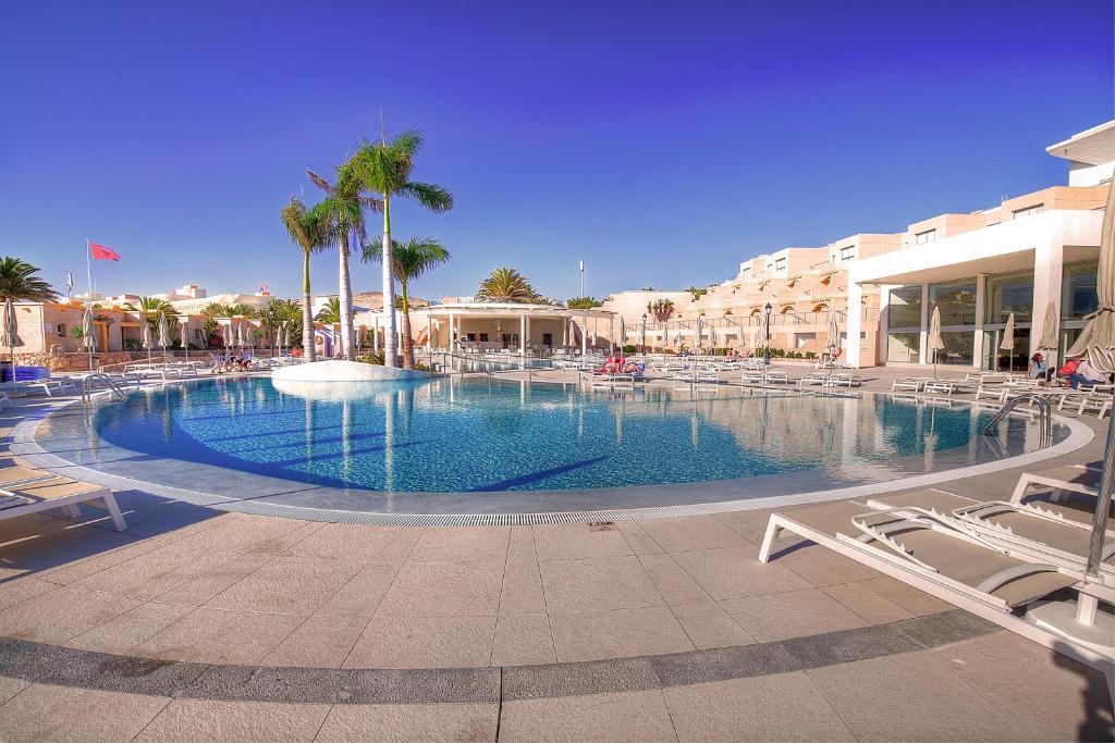 Het zwembad bij of vlak bij SBH Monica Beach Resort
