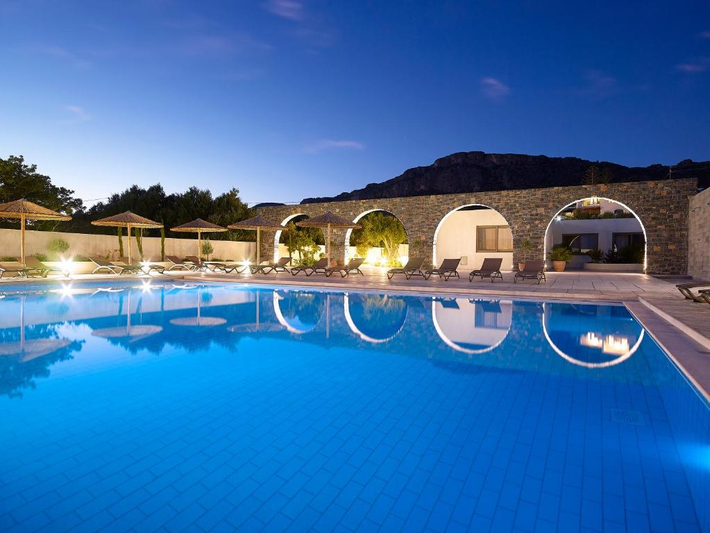 The swimming pool at or close to Coriva Beach Hotel