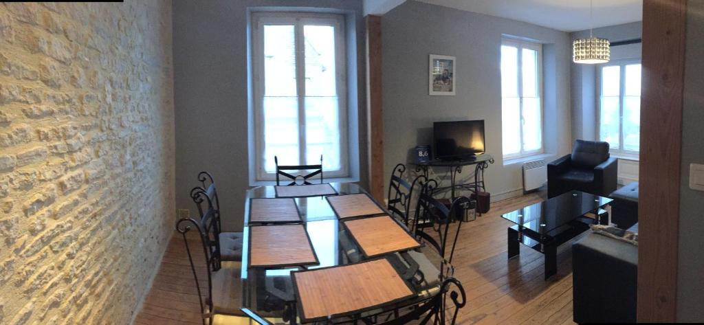 Restaurant ou autre lieu de restauration dans l'établissement Appartement 3 Pièces Bord de mer Place du 6 Juin