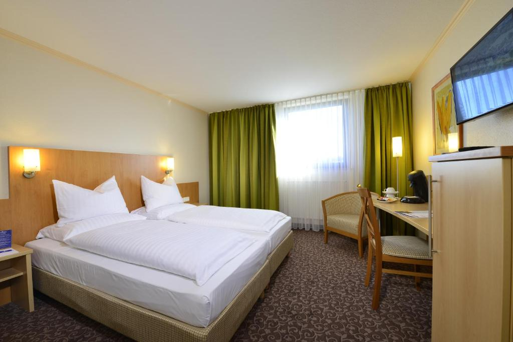 A bed or beds in a room at AMBER HOTEL Leonberg / Stuttgart