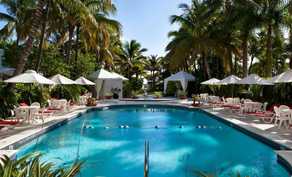 A piscina localizada em Richmond Oceanfront Hotel ou nos arredores