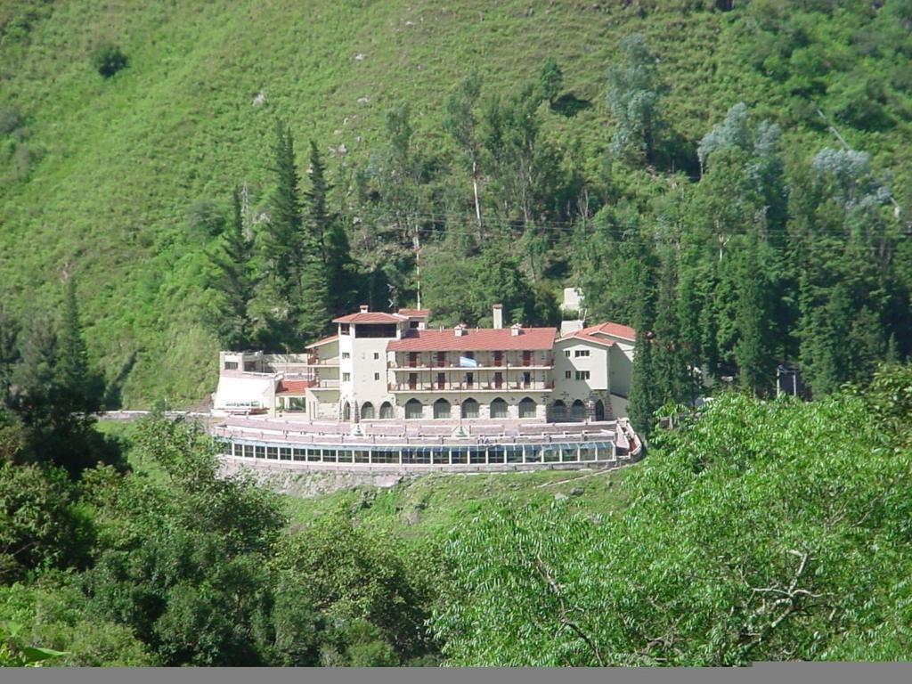 Una vista aérea de Hotel Spa Termas de Reyes