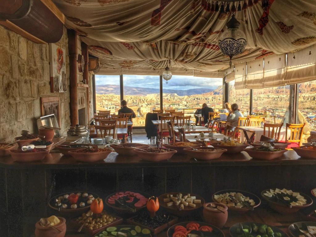 Ресторан / где поесть в Mithra Cave Hotel