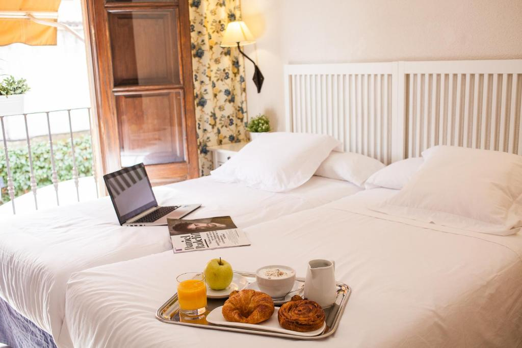 A bed or beds in a room at Miguel De Cervantes