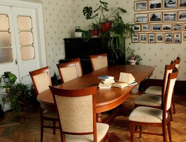 A restaurant or other place to eat at Lesogorskaya estate RUUSYAVI