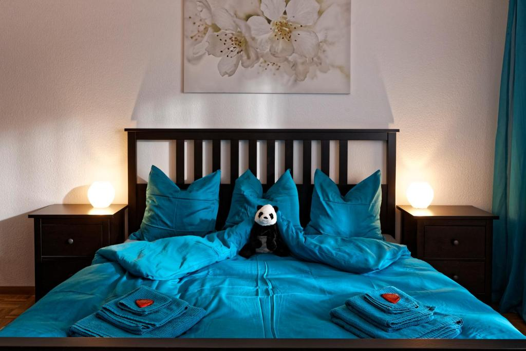 Ein Bett oder Betten in einem Zimmer der Unterkunft Max Aviation Villa & Apartments