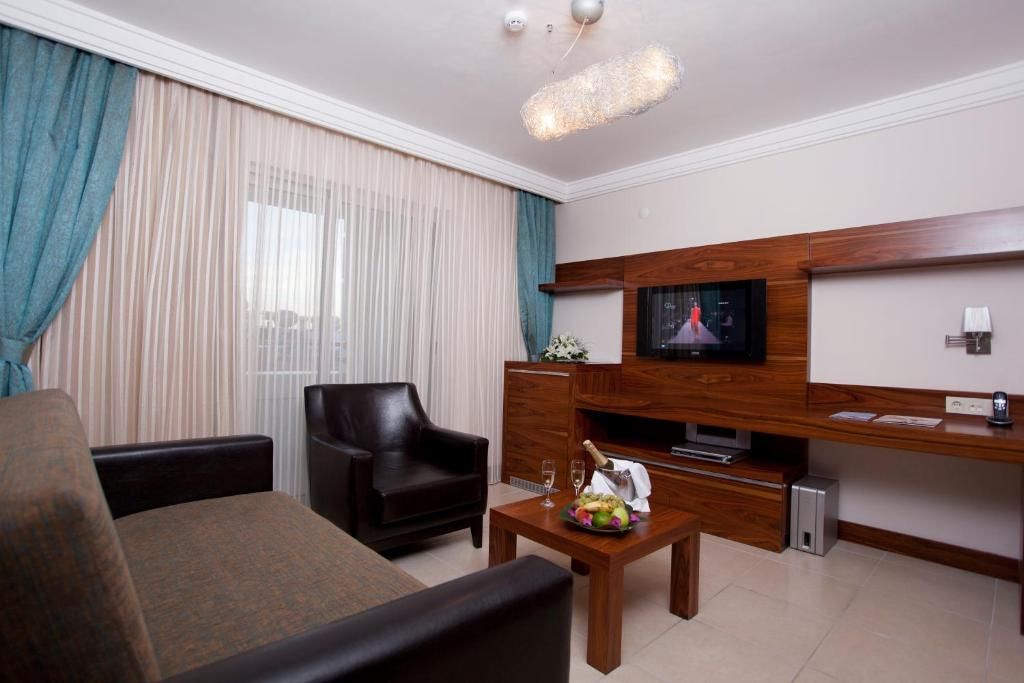 Телевизор и/или развлекательный центр в Xperia Grand Bali Hotel - All Inclusive