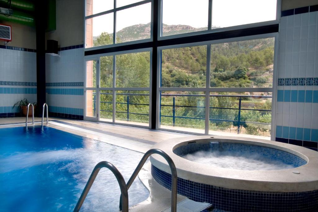 The swimming pool at or near Hotel Rosaleda del Mijares